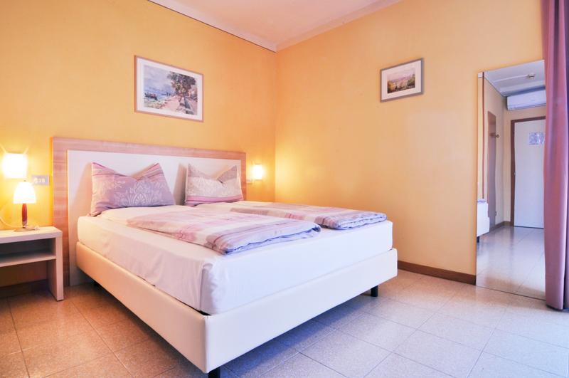 Vierbettzimmer mit Balkon - Gardasee/Bergblick nr. 5